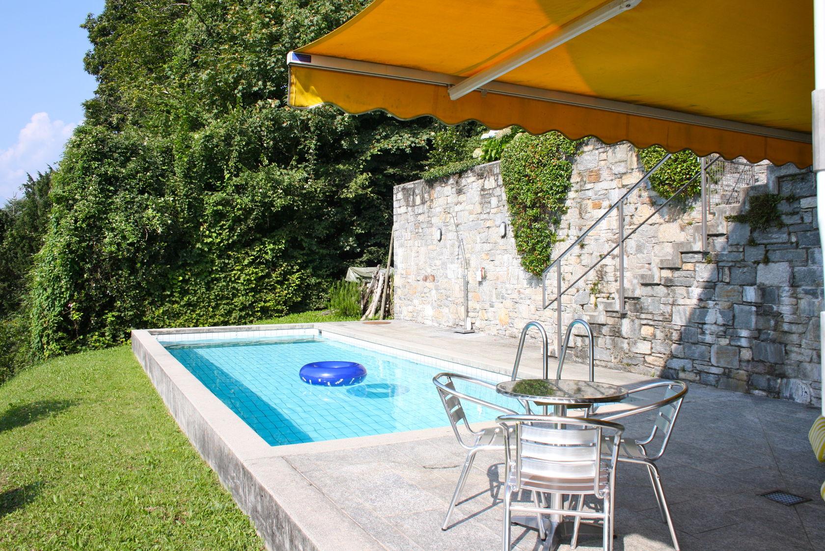 fotogalerie von villa amici in contra mit pool seesicht. Black Bedroom Furniture Sets. Home Design Ideas